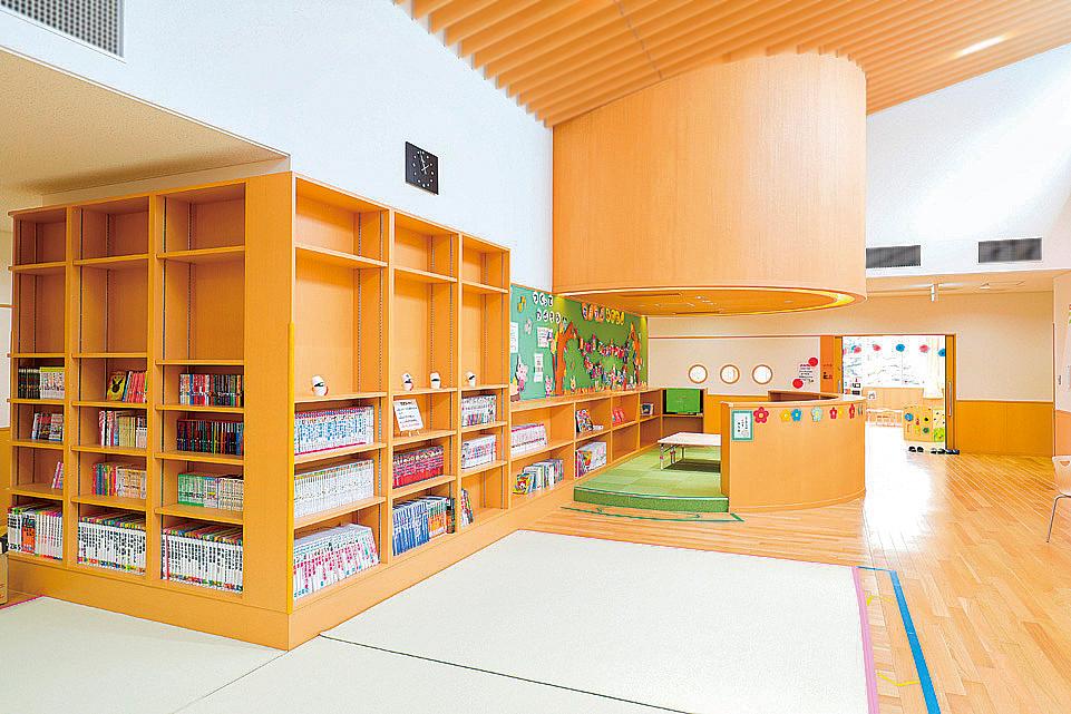 児童図書コーナー内観
